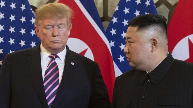 Pemimpin tertinggi Korea Utara, Kim Jong-un, mendoakan agar Presiden AS, Donald Trump, lekas sembuh setelah terdeteksi terinfeksi Covid-19.