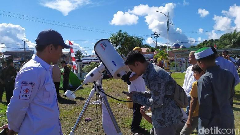Warga Di Simeulue Aceh Antusias Ke Lokasi Pemantauan Gerhana