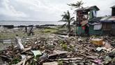 Topan Phanfone menerjang kawasan tengah Filipina sejak Selasa (24/12) lalu mengakibatkan 16 orang meninggal.