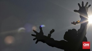 Matahari Terbit di Utara, Pelajaran SMP Ditakuti Tanda Kiamat