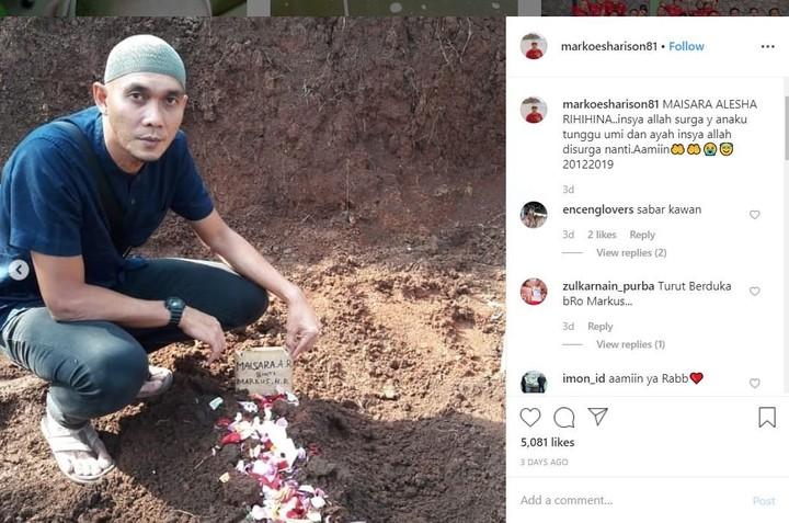 Keluarga Markus Horison jarang sekali tersorot media. Beberapa hari lalu, eks kiper Timnas Indonesia ini justru membawa kabar duka. Putrinya meninggal dunia.