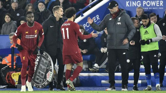 Liverpool's Mohamed Salah walks off after being substituted by Liverpool's Divock Origi, left, during the English Premier League soccer match between Leicester City and Liverpool at the King Power Stadium in Leicester, England, Thursday, Dec. 26, 2019. (AP Photo/Rui Vieira)