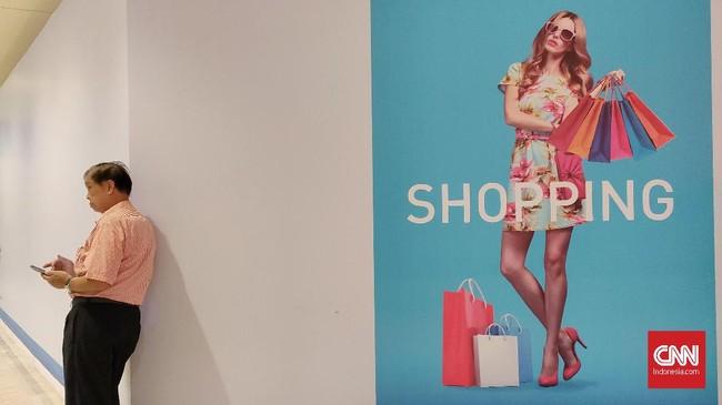 Jelang akhir tahun, toko ritel pakaian dan perawatan tubuh menggelar diskon besar-besaran.