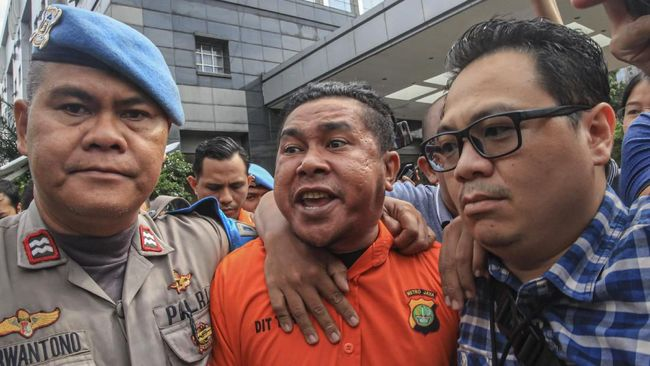 Jaksa Agung mengungkap dua nama tersangka dalam SPDP penyiraman Novel dengan nama tersangka Rahmat Kadir dan Ronny Bugis.
