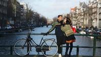 <p>Negara pertama yang mereka kunjungi adalah Belanda. (Foto Instagram @raffinagita1717)</p>