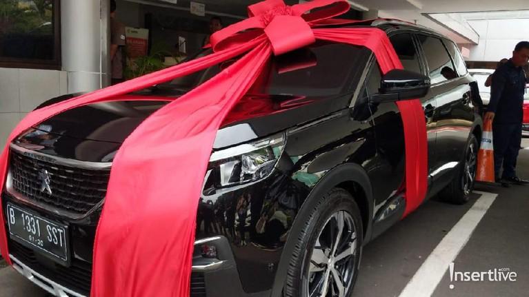 Baim Wong membuat kejutan untuk Paula Verhoeven, Sabtu (28/12). Baim Wong memberikan hadiah spesial berupa mobil mewah untuk Paula sebagai kado melahirkan.