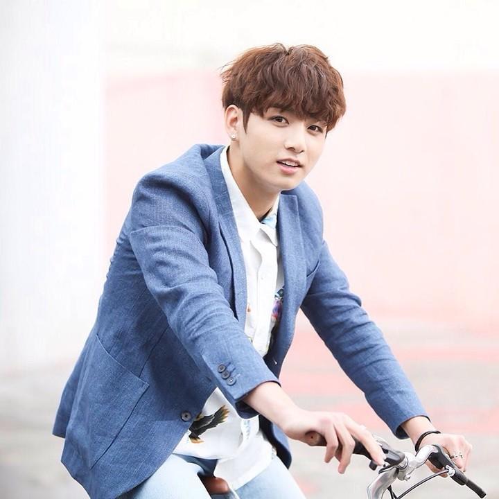 Jeon Jung Kook dari BTS dinobatkan menjadi pria paling tampan sedunia 2019 versi TC Candler. Intip foto-fotonya dari bayi hingga menjadi sosok yang sekarang.