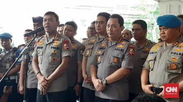 Kapolri Jenderal Idham Azis melakukan mutasi perwira mulai dari pangkat AKBP hingga Inspektur Jenderal (Irjen).