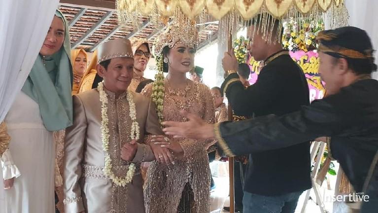 Pernikahan pertamanya dengan Susi Riyanti pada tahun 2013 hanya bertahan satu tahun dan berakhir dengan ketok palu perceraian.