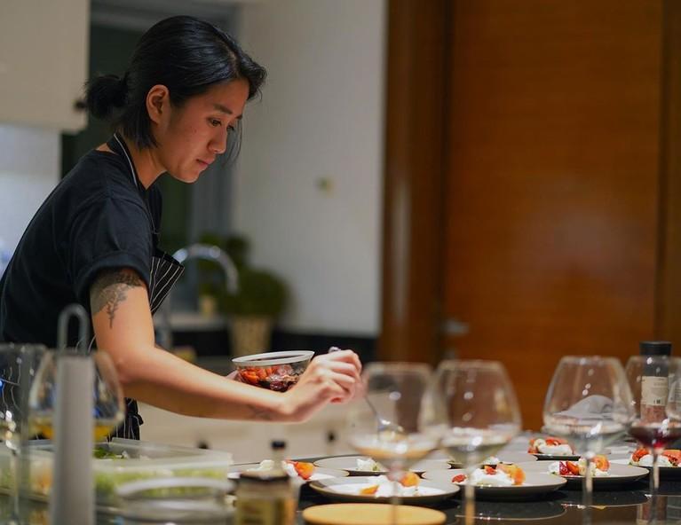 Kini, akun Instagram Chef Renatta diburu netizen.