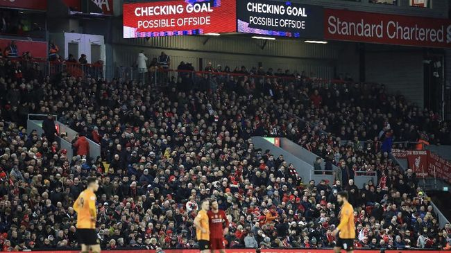 Kemenangan tipis Liverpool atas Wolves dalam lanjutan Liga Inggris di Stadion Anfield diikuti kemunculan tagar #LiVARpool di media sosial.