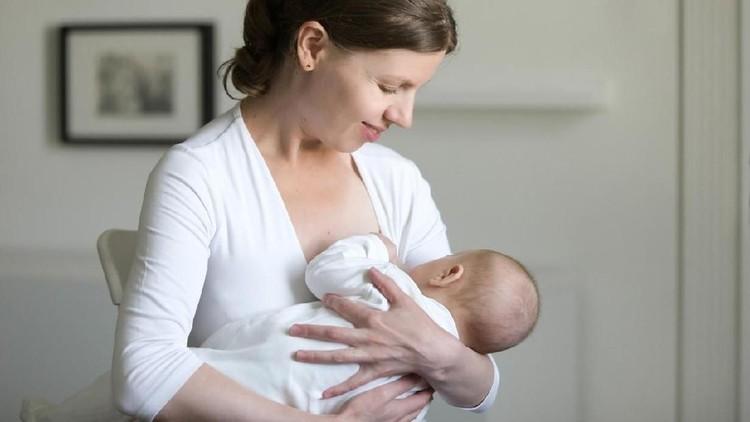 Salah satu penyebab bayi tersedak saat menyusu adalah karena aliran ASI yang terlalu kuat. Nah, berikut ini cara mengatasinya yang perlu ibu menyusui ketahui.