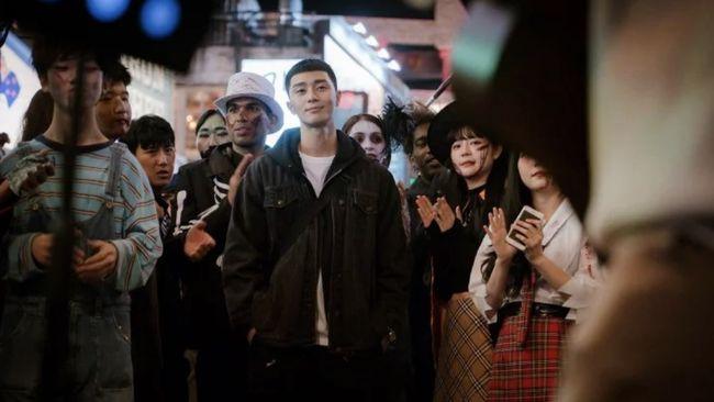 Episode kedelapan Itaewon Class mencatat raihan rating kedua tertinggi sepanjang sejarah stasiun televisi JTBC, mengalahkan capaian drama Woman of Dignity.