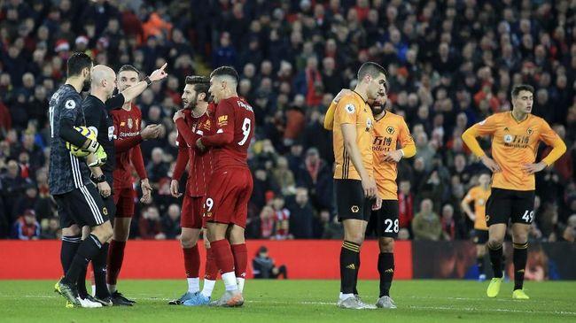 Liverpool dituding mendapat keuntungan dari VAR di Liga Inggris, namun The Reds juga pernah menjadi korban VAR dalam tiga laga.