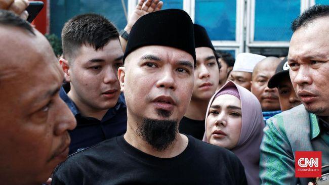 Ahmad Dhani mengaku akan tetap berpolitik seusai bebas dari tahanan dan mendukung Prabowo Subianto untuk menjadi Presiden RI pada Pilpres selanjutnya.
