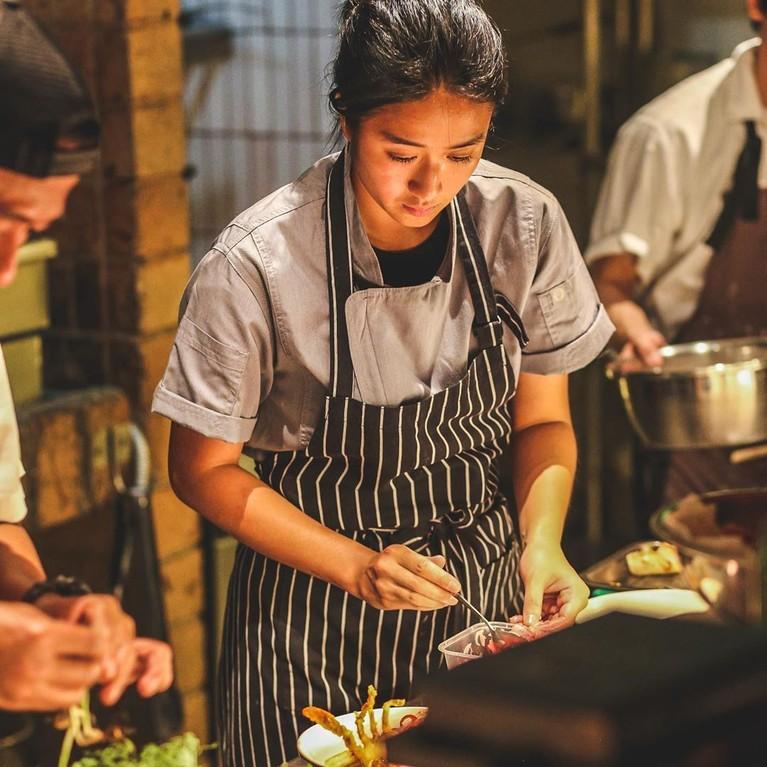 Chef Renatta menjadi satu-satunya wanita yang menjadi juri bersama dengan Chef Juna dan Chef Arnold.
