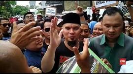 VIDEO: Ahmad Dhani Tiba di Rumah, Massa Sempat Ricuh