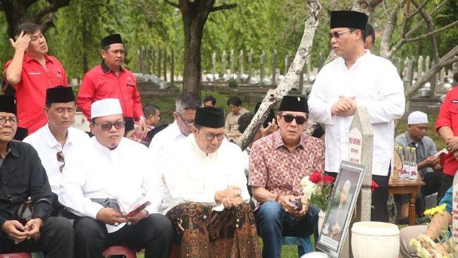 Politikus PDIP Ahmad Basarah mengatakan Megawati Soekarnputri tidak ikut lantaran tengah berada di Jepang untuk menerima gelar honoris causa.