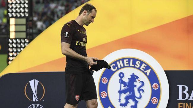 Penjaga gawang veteran Petr Cech diklaim berpeluang tampil pada laga Manchester United vs Chelsea dalam lanjutan Liga Inggris.