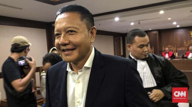 Politikus PDIP Nyoman Dhamantra didakwa terima suap terkait impor bawang di Pengadilan Tipikor Jakarta, Selasa (31/12)