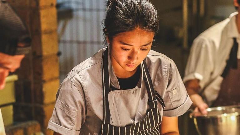 Chef Renatta sendiri adalah lulusan dari sekolah masak Le Cordon Culinary Arts Paris, Prancis. Atas pendidikan yang diambil, ia mendapatkan gelar Diploma Superior Cuisine and Superior Pastry pada 2018 lalu.