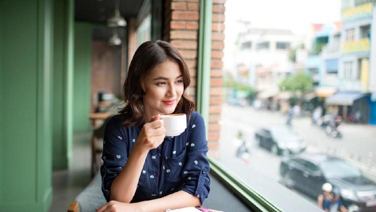 Bunda yang pecinta berat kopi? Sayangnya, saat ingin menjalani program hamil, jumlah kafein yang diasup harus dibatasi. Simak pemaparan alasan dari dokter.