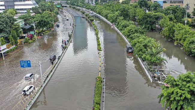 Kementerian PUPR menyatakan banjir di Jakarta disebabkan karena kondisi drainase yang buruk, bukan karena luapan air sungai.