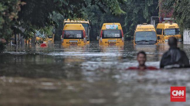 Berdasarkan catatan BNPB, curah hujan awal 2020 adalah yang tertinggi dibandingkan curah hujan penyebab banjir besar di Jakarta sejak 1996.