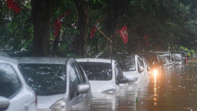 Biaya perawatan tergantung level ketinggian air yang merendam mobil, harga bisa mencapai jutaan rupiah di luar pembelian suku cadang.