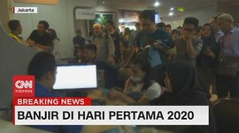 VIDEO: Landasan Banjir, Penumpang Bandara Halim Terlantar