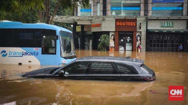 Hujan yang menyebabkan banjir sejumlah wilayah Jakarta membuat 5 koridor Transjakarta tergenang dan alami gangguan layanan.