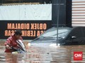 APM Bantu Kendaraan yang Terkena Banjir Jakarta