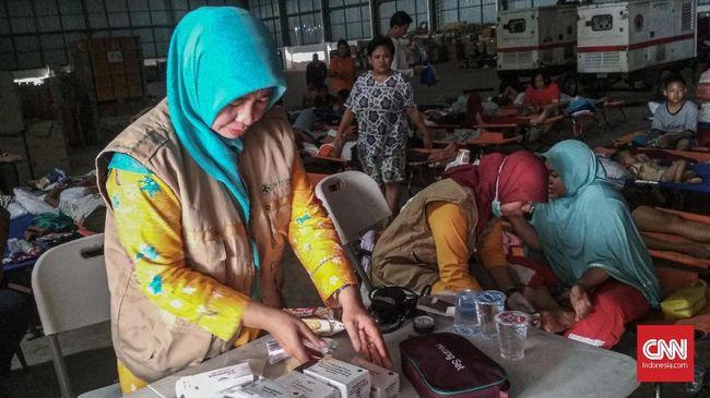 Warga korban banjir di Jati Asih, Bekasi, terutama yang memiliki bayi, mengeluhkan ketersediaan air bersih pascabanjir akibat listrik yang masih padam.