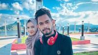 <p>Pada 29 Desember 2019, Martunis membagikan kabar bahagia. Ia resmi melamar sang kekasih, Sriwahyuni, di Jeunieb, Aceh. (Foto: Instagram @yunie_s99)</p>