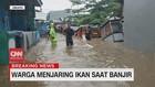 VIDEO: Warga Menjaring Ikan Saat Banjir