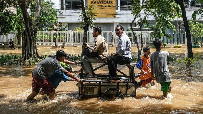 Wakil Ketua Komisi II DPR, Arwani Thomafi, meminta Gubernur DKI Jakarta, Gubernur Jabar dan Gubernur Banten mencari solusi banjir.