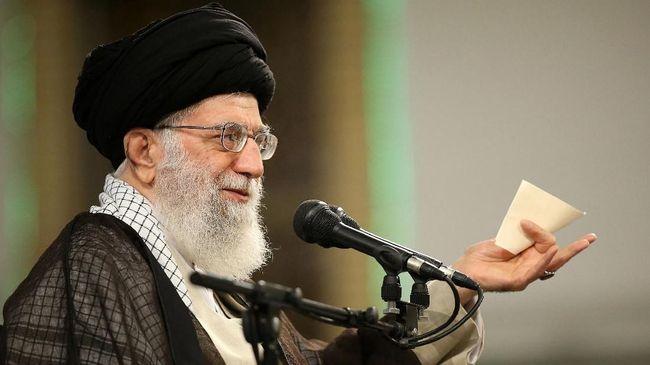 Akun Twitter milik Pemimpin Tinggi Iran Ayatollah Ali Khamenei dihapus setelah mengunggah foto mirip Donald Trump berisi pesan balas dendam.
