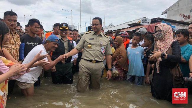 Gubernur DKI Jakarta Anies Baswedan tak ingin pengungsian jadi klaster penularan virus corona. Pemprov DKI telah menyiapkan tenda khusus bagi pasien.