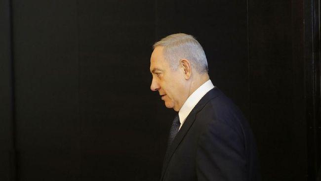 Ribuan pengunjuk rasa mendatangi rumah PM Israel Benjamin Netanyahu yang dituntut mundur karena kasus korupsi dan lambannya penanganan Covid-19.