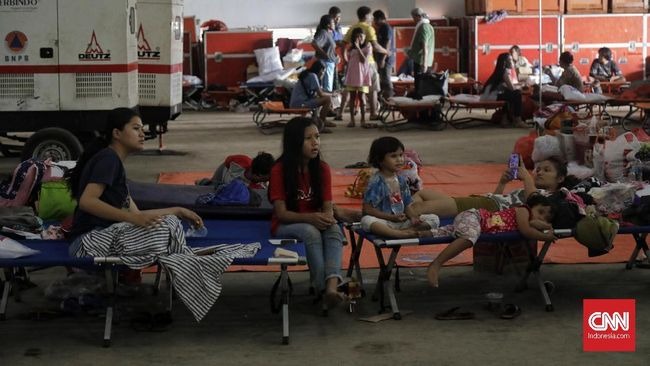 BNPB mencatat jumlah korban meninggal akibat banjir mencapai 60 orang, sedangkan dua orang masih hilang.