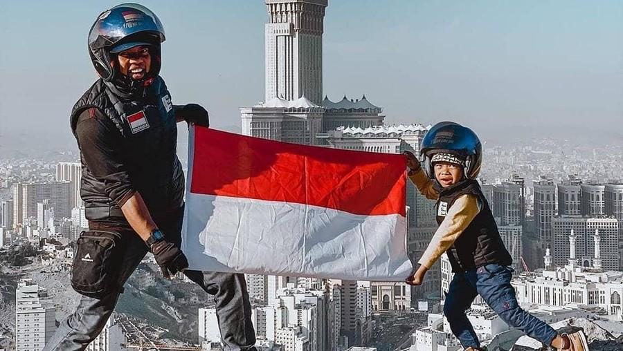Kisah Ayah dan Anak Usia 4 Tahun Naik Motor dari Jambi Sampai ke Mekkah