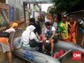 Bisnis 'Cas' Dadakan dan Warung Makan Padang di Tengah Banjir
