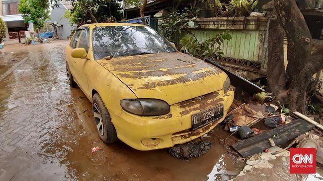 Fakta Bersihkan Ruang Mesin Mobil Terendam Banjir Pakai Solar