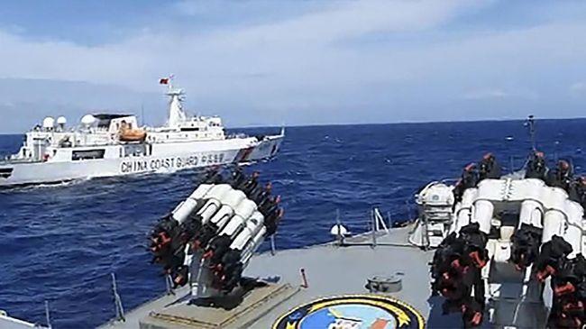 Puluhan kapal nelayan China masuk ke perairan Natuna sejak 10 Desember 2019. Mereka dikawal oleh kapal penjaga pantai dan kapal perang.