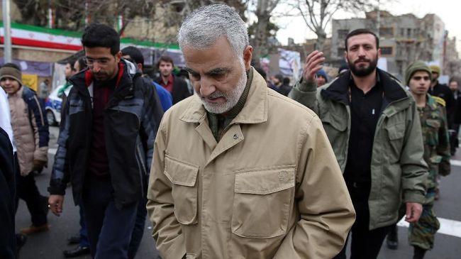 The commander of the Iranian Revolutionary Guard's Quds Force, General Qassem Soleimani, attends celebrations marking the 37th anniversary of the Islamic revolution on February 11, 2016 in Tehran. - Iranians waved