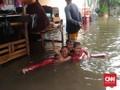 Camat Cengkareng Minta Alat Tulis untuk Siswa Korban Banjir