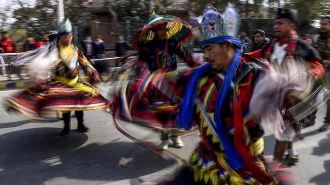 Pilihan foto-foto unik CNNIndonesia.com pada akhir pekan ini. Dari perayaan tradisional di Nepal hingga acara tahun baru di Brasil.