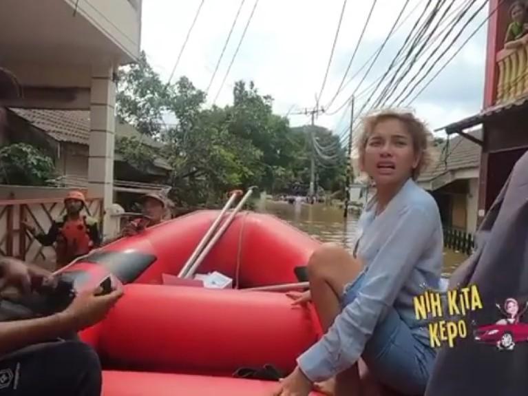 Beberapa pemukiman warga yang terendam banjir dikunjungi oleh Nikita.