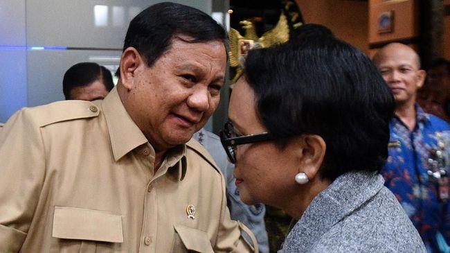 Ketua Divisi Hukum PA 212 Damai Hari Lubis menilai Prabowo Subianto sebaiknya dicopot dari menteri pertahanan karena tak bisa tegas terhadap China di Natuna.