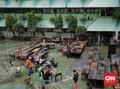 FOTO: Membersihkan Sisa Banjir di SMA Negeri 8 Jakarta